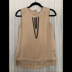 Sleeveless blouse with keyhole neckline, sz small